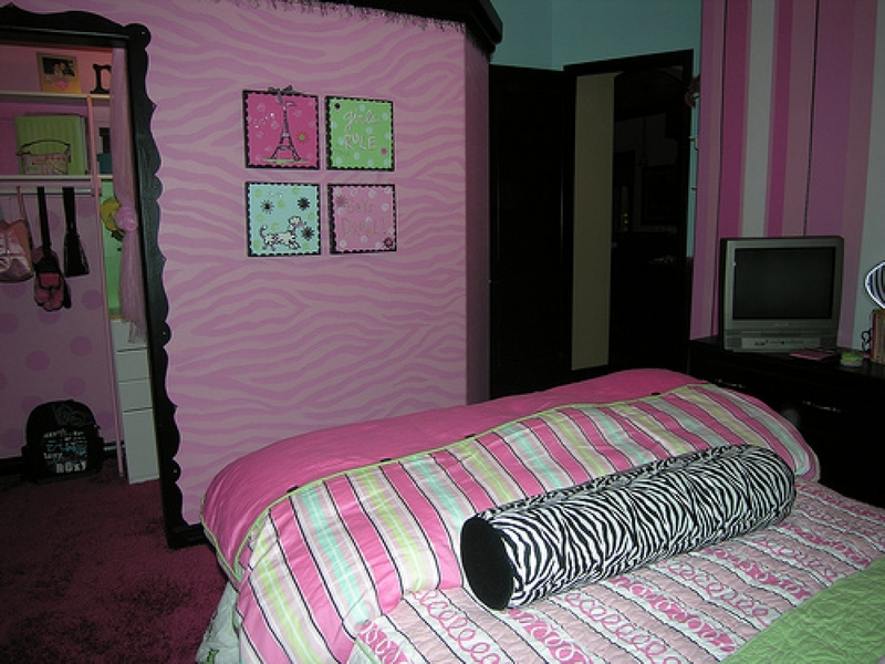 Redoing the bedroom of a teenage girl bee home plan for Girls bedroom decor ideas