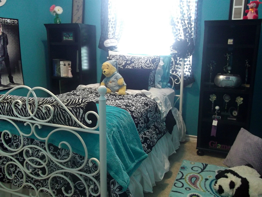 Redoing the bedroom of a teenage girl bee home plan for Teenage girl room decorating ideas