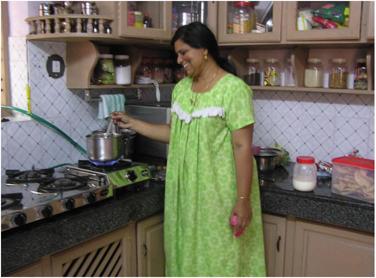 Simple kitchen designs in india for elegance cooking spot for Small indian kitchen design